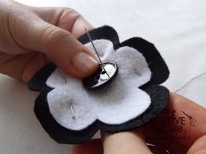 tutorial cerchietto feltro fiore bianco nero 10