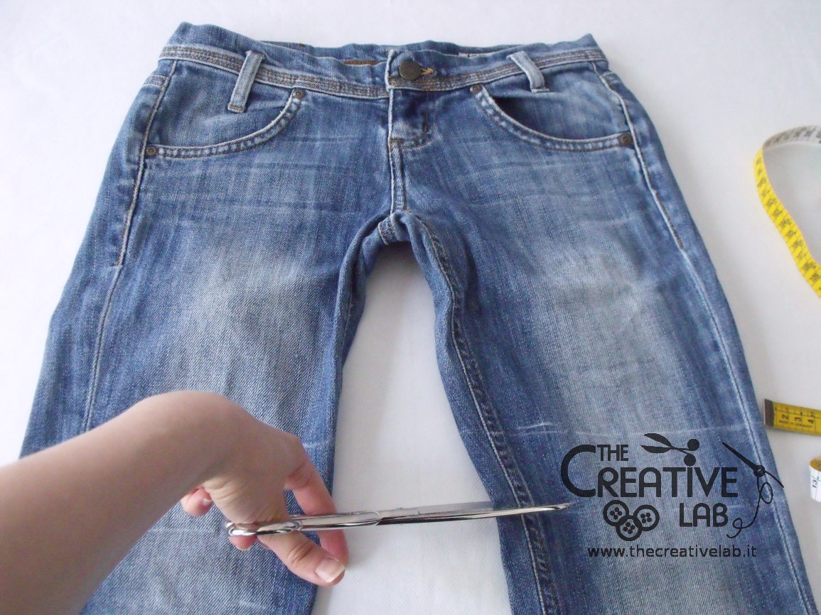 How to convert an old pair of jeans into a new bag diy for Borsa jeans tutorial