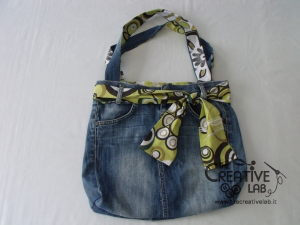 TUTORIAL  come riciclare un vecchio paio di jeans per creare una ... 5ee5df46959