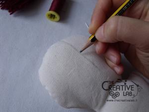 tutorial come fare pigotta viso capelli bambola pezza stoffa 07