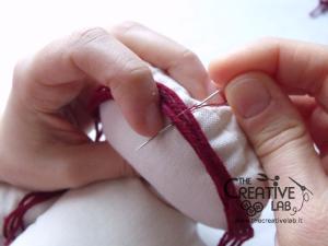 tutorial come fare pigotta viso capelli bambola pezza stoffa 11