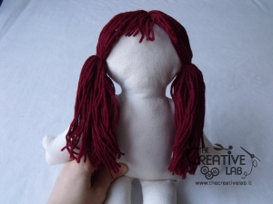 tutorial come fare pigotta viso capelli bambola pezza stoffa 28
